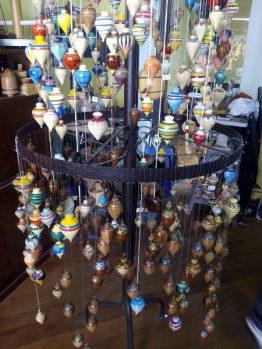 Peonzas artesanales La Ronda Quito